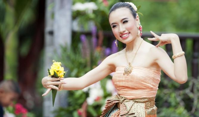 Asiática sin estilo lesbianas desnudas